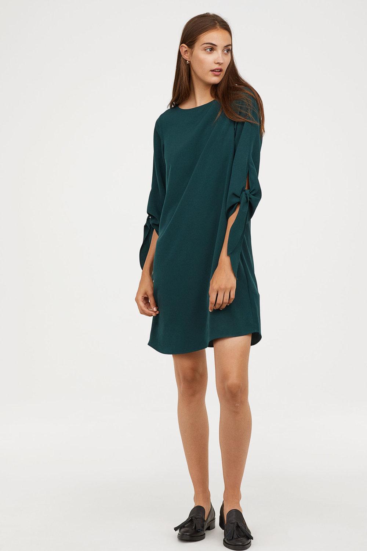H&M: Creped Tie-Sleeve Dress