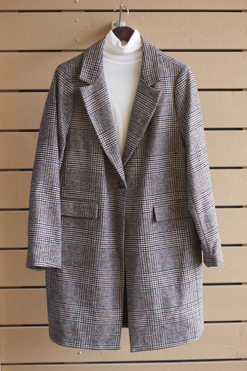 Oversize Checked Coat & Turtleneck Knit -