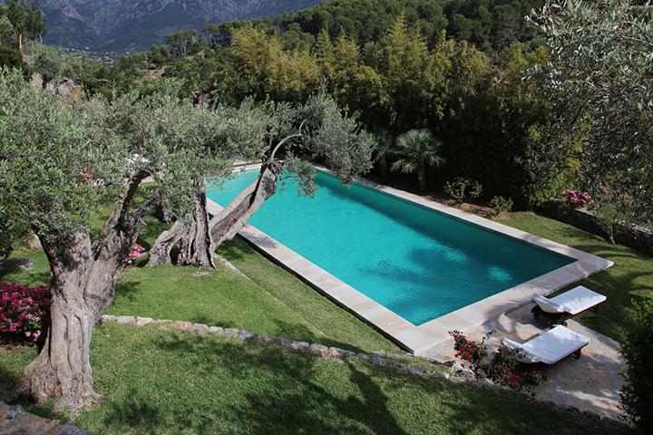 Ashram-Mallorca-Swimming.jpg