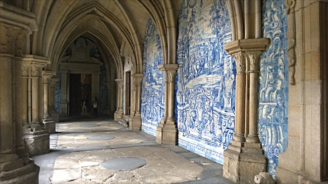 porto-cathedral-cloisterd-walkway.jpg