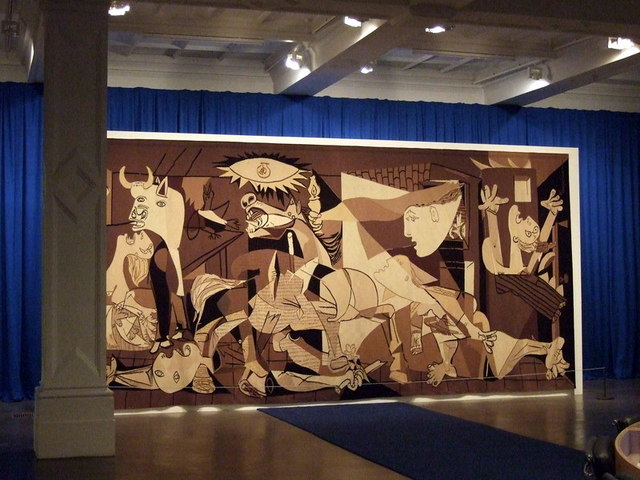 Guernica_at_the_Whitechapel_-_geograph.org.uk_-_1593698.jpg