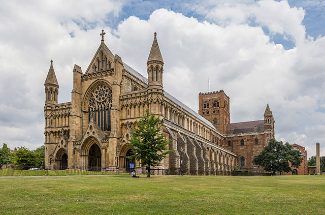 640px-St_Albans_Cathedral_Exterior_from_west,_Herfordshire,_UK_-_Diliff.jpg