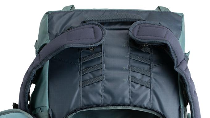 Harnais Réglable en Hauteur - Le harnais du sac à dos Explore 40 est réglable en hauteur, ce qui permet au même sac à dos de s'adapter aux différentes tailles de torses - masculins ou féminins - et d'assurer un ajustement personnalisé pour chaque utilisateur. Il y a quatre options de taille permettant un ajustement d'environ dix centimètres. Un ajustement correct du torse permet au cadre interne du sac d'être beaucoup plus efficace pour transférer la tension et le poids subi par les épaules vers les hanches du porteur pour une sensation de confort importante.