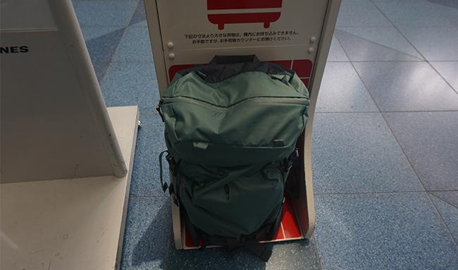 Handgepäcktauglich - Die Maße unserer Taschen erfüllen die Handgepäcksanforderung der meisten Fluggesellschaften. Da die Anforderung aber je nach Fluggesellschaft variieren und sich ggf. ändern können, empfehlen wir dennoch, sich vor dem Flug mit der zuständigen Fluggesellschaft in Verbindung zu setzen.