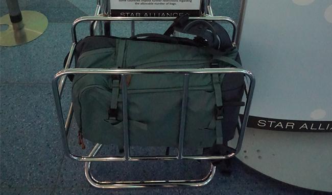 Transportez facilement - Nos sacs à dos sont dimensionnés pour répondre à la plupart des exigences des compagnies aériennes en matière de bagages de cabine. Comme les dimensions des bagages à main varient selon la taille et le style de l'avion et que les règlements changent constamment, nous vous recommandons de vérifier auprès de votre compagnie aérienne avant le vol.*L'image est le sac plus large Explore 40.