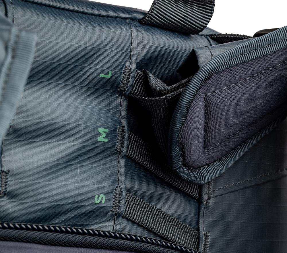 Höhenverstellbare Tragegurte - Die Tragegurte des Shimoda Explore 40 sind höhenverstellbar, sodass der Rucksack sowohl für kleine als auch für große - männliche oder weibliche - Personen geeignet ist und eine individuelle Passform für Jeden gewährleistet. Es gibt vier Höhenoptionen, die eine Veränderung von ungefähr vier Zoll ermöglichen. Die richtige Passform ermöglicht es, die Traglast besser zu verteilen, da das Gewicht bequem auf die Hüften übertragen wird.