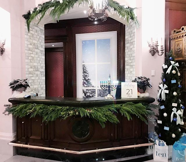 @tenspa's Holiday Headquarters produced by Swish Productions! Pick up your Ten Spa gift cards right in the @fortgarryhotel lobby for your convenience! We loved giving this space a little Swish-Christmas makeover!