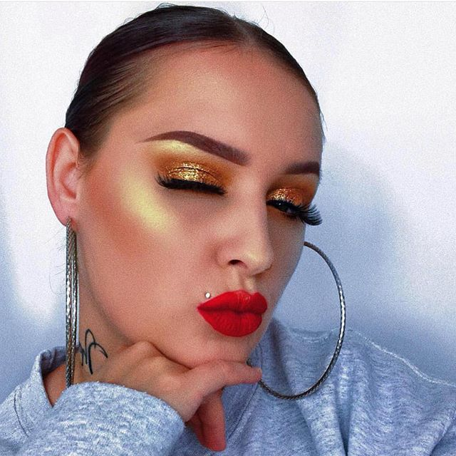 Want that added radiance under the summer sun? @muacosmetics Iridescent Gold highlighting powder can give you that glow🌟 • Our stunning MUA @dollys_makeup_xo is slaying that intense gold✨ • Many people love how affordable this highlighter is and say that it is a great dupe for other high end products 😍 • For some users, this product has become an everyday must ❤️ #candidbeauty #beauty #authentic #makeup #glowup #glow #happy #beautiful #amazing #cosmetic #highlighter #cute #happy #2018 #highlights #eyeshadow #girl #girls #eyelashes #mascara #lipstick #eyebrows #prettygirls #startup #productreview #officialcandidbeauty #highlighter #muacosmetics