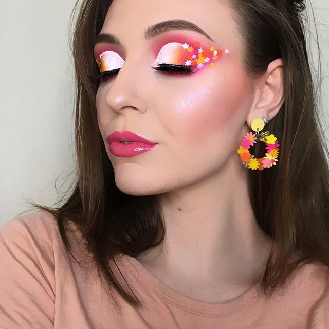 Floral vibes by @courts.makeup 🌸🌼 • This gorgeous MUA used the @jeffreestarcosmetics Blood Sugar Palette 🌹 • Reviewers agree that this palette is definitely high quality! The pigmentation is amazing and the color range offers a gorgeous selection of transition shades 💖 #candidbeauty #beauty #authentic #makeup #glowup #glow #happy #beautiful #amazing #cosmetic #highlighter #cute #happy #2018 #highlights #eyeshadow #girl #girls #eyelashes #mascara #lipstick #eyebrows #prettygirls #startup #productreview #officialcandidbeauty #floral #flower #jefreestarcosmetics #jefreestar #bloodsugarpalette