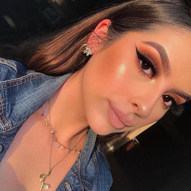 Brows on fleek! 🔥 • The beautiful @cassandraxmua used the @chellabeauty Eyebrow Cream in the shade Taupe 💖 • This is a cruelty-free brand! One reviewer said she loved how natural her brows looked and that the product applied easily ✨ #candidbeauty #beauty #authentic #makeup #glowup #glow #happy #beautiful #amazing #cosmetic #highlighter #cute #happy #2018 #highlights #eyeshadow #girl #girls #eyelashes #mascara #lipstick #eyebrows #prettygirls #startup #productreview #officialcandidbeauty #crueltyfree #chellabeauty #eyebrowcream