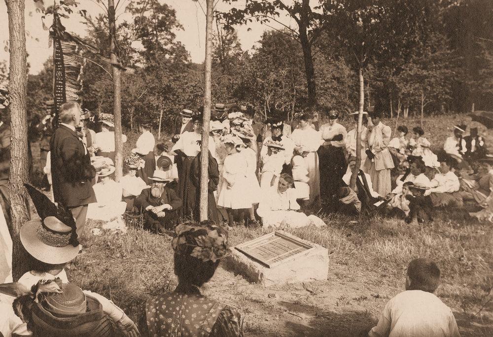 Dedication of Man Mound Park in 1908