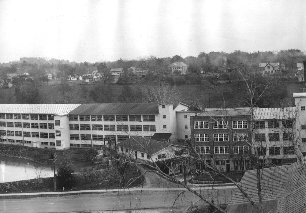 Woolen Mill, 400-2004Ab.jpg