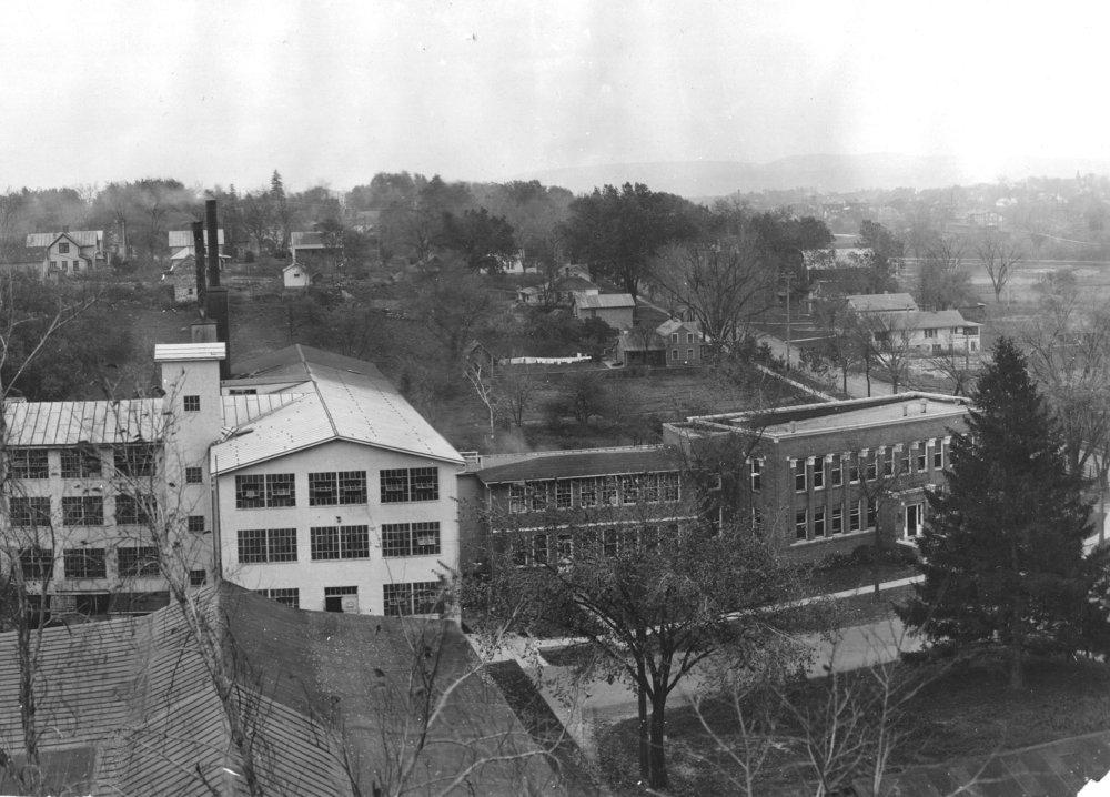 Woolen Mill, 400-2004Aa.jpg