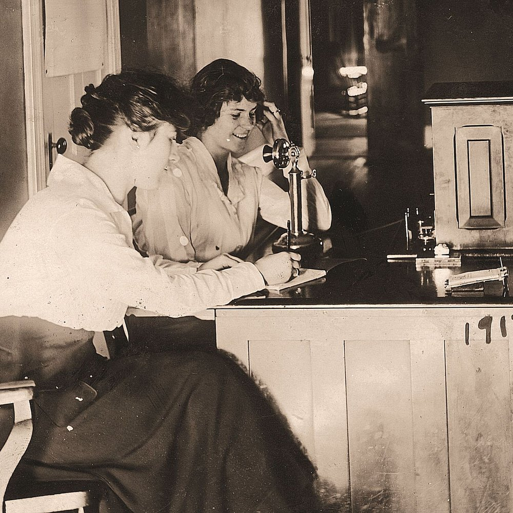 Telephone Ladies, 1917.jpg