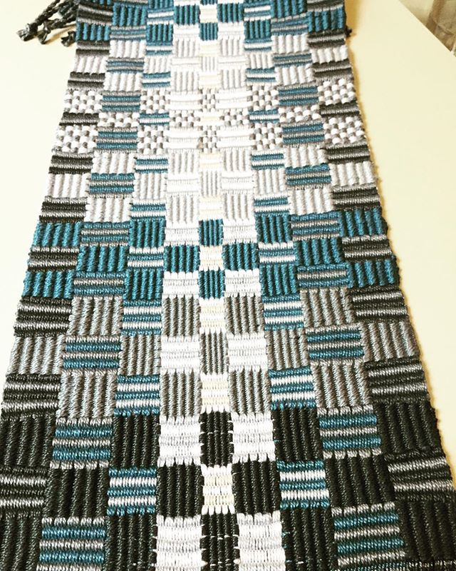 Warp and weft rep weave.