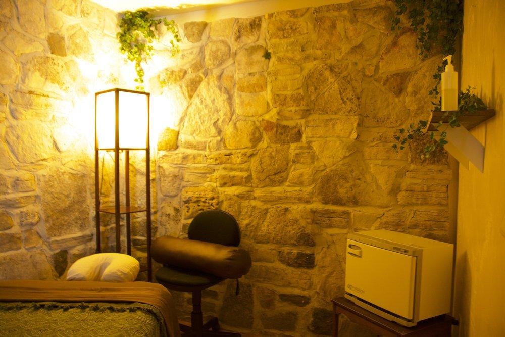 DSC_2751 Massage RM rocks zoomed closer. 1500 pix.jpg