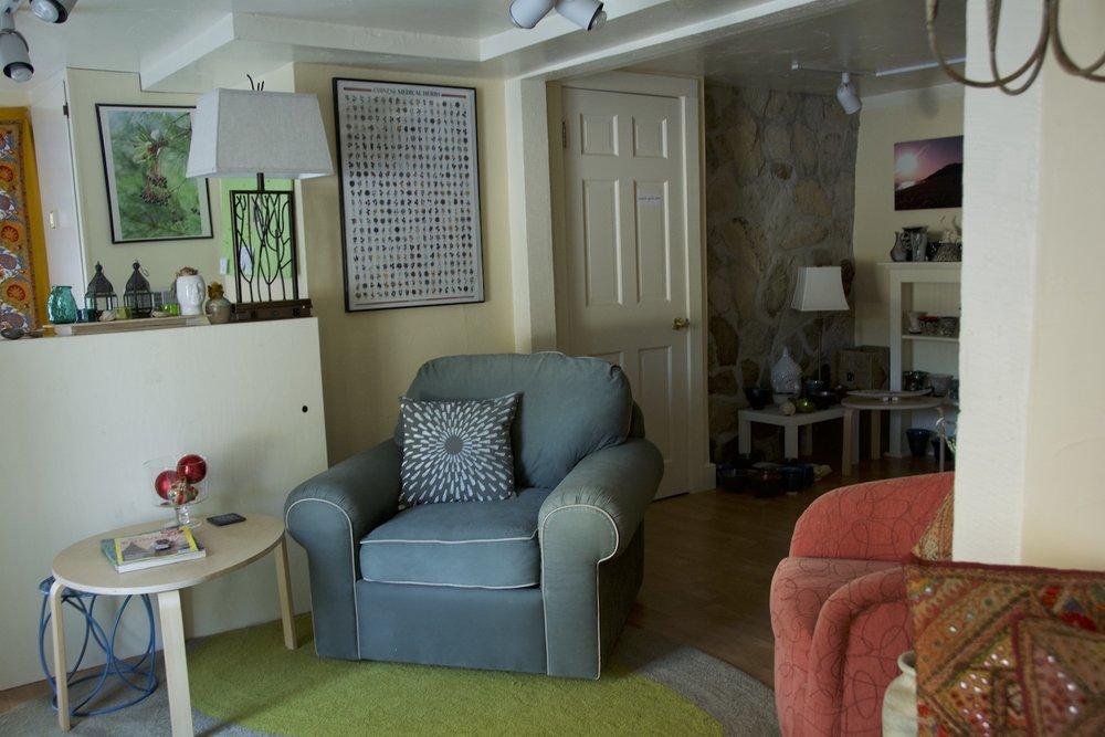 DSC_2865 entrance chairs far out...1500 pix!!!.jpg