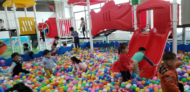 Kids love balls in Korea too