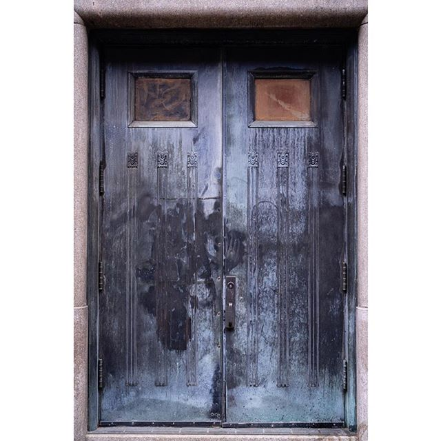 #imaginatones #urbanphotography #urbanandstreet #sonyalpha #zeisscameralenses #doorsofinstagram #manhattan #exploretocreate #newyorkcityphotography #doors