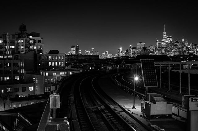View from #brooklyn to #manhattan #urbanandstreet #bnw_captures #nycphotographer #sonyalpha #noir_vision #bnwphotography #bnw_captures #icapture_nyc #skyline #bnw_lovers #urbanphotography #ig_nyc