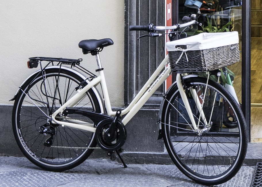 Discover Lucca by Bike - See the city and explore the walls from €4/hour