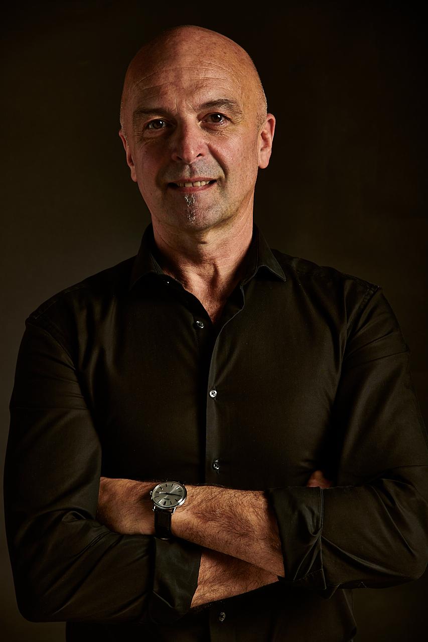 MATJAŽ IVANC   Naš vodja strežbe in manager restavracije, prihaja iz Ljubljane, kličejo ga tudi Ivanec ali Jastreb. Legenda slovenske disko scene, strasten športnik in ljubitelj črno belih filmov. V prostem času je tudi tajni agent, agent mr. Bond.
