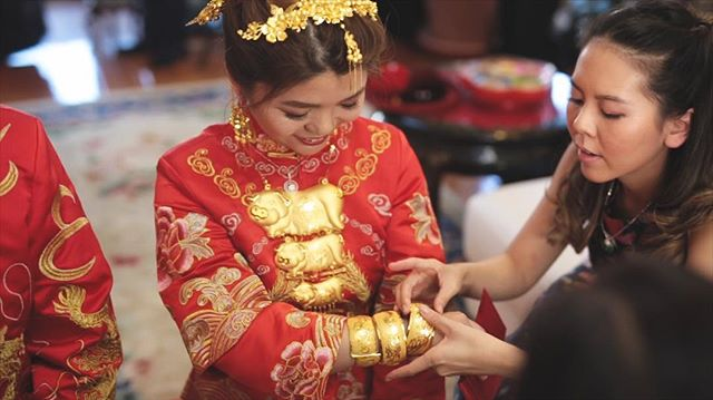 Bride getting her gold bangles after a tea ceremony 💛❤️💛
