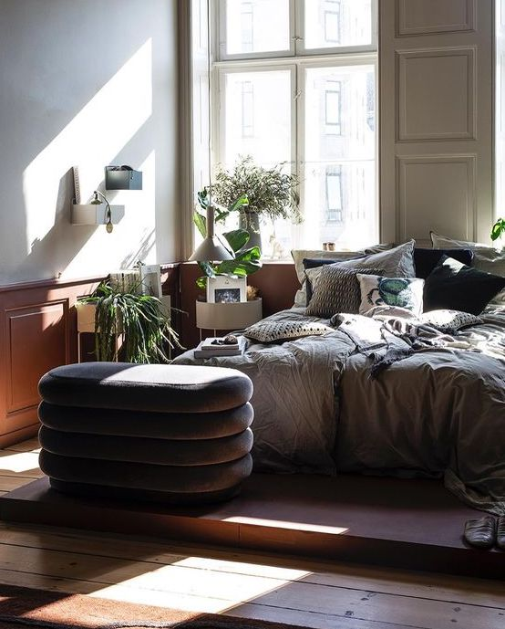 - A sunny and gorgeous bedroom.From shinny new things to little old treasures.