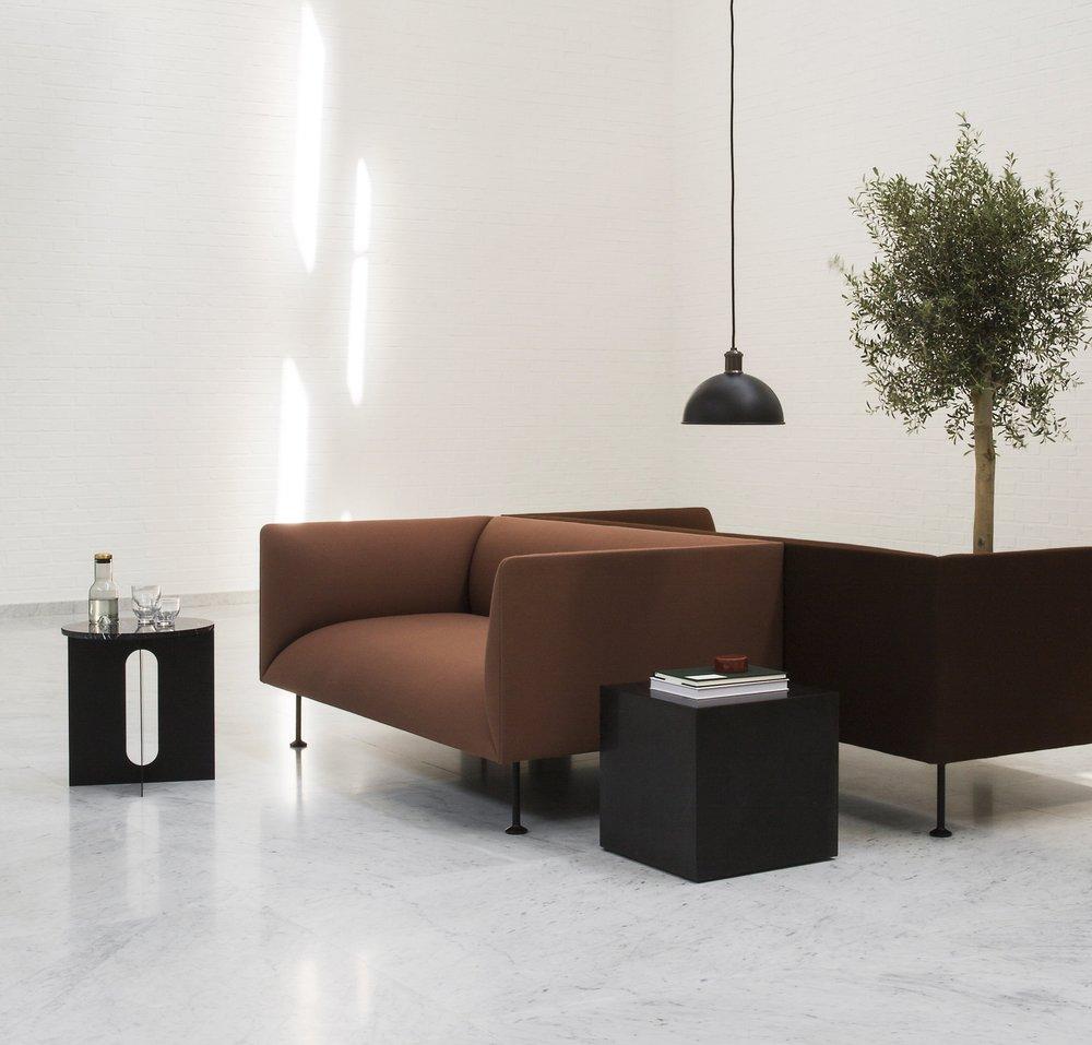MENU_Godot-Sofa_Hubert-pendant-24_Androgyne-Table.jpg