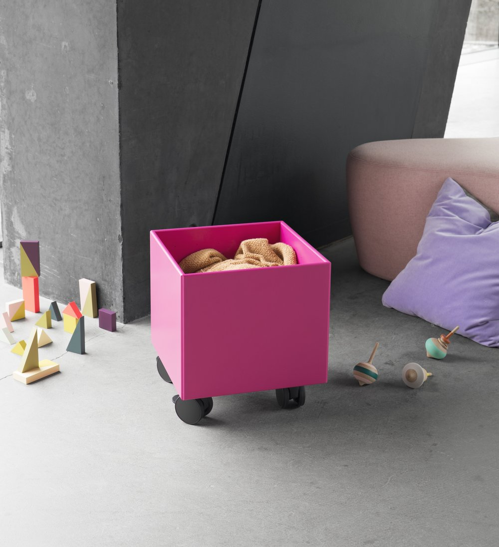 Play - Organize teddy bears, dolls, cars and blocks in the colourful PLAY storage box on castors.