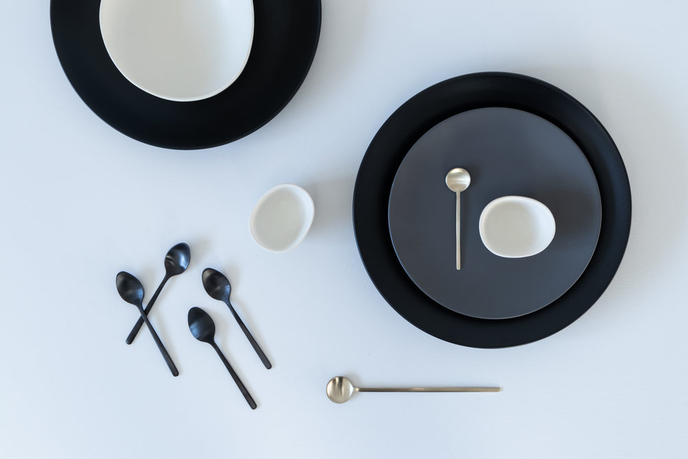 black dinnerware and cutlery, flatlay  10.jpg