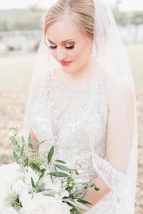 Bride and veil 5.jpg