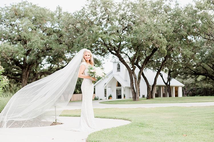 Bride and veil 1.jpg
