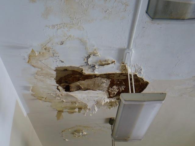 Bryant ES - 08172015-room 304- Dmgd Ceiling.jpeg