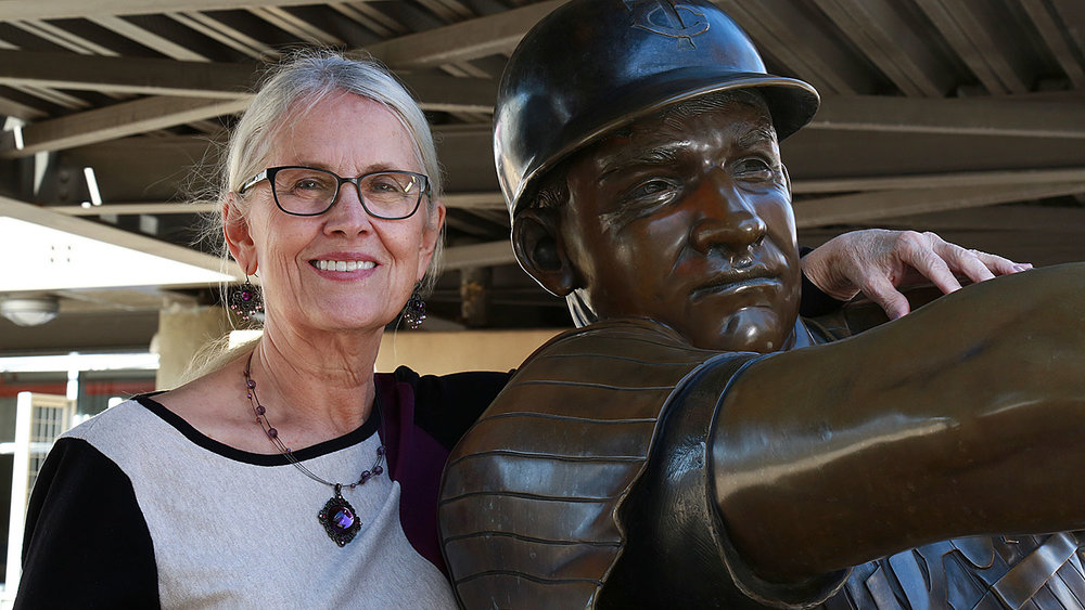 Nita Killebrew with statue of Harmon Killebrew