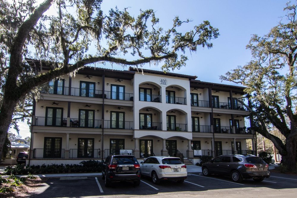 400 Ocean - 2 bedroom condos conveniently located by St.Simons Pier Village. Great, clean, modern design and walking distance to restaurants and shops