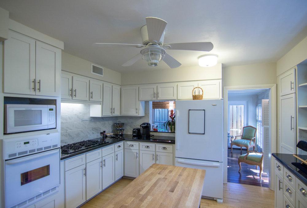 33 Kitchen.jpg