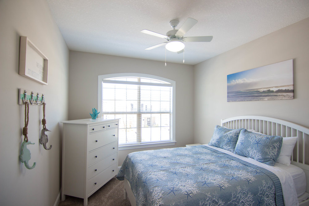 25 Bedroom.jpg