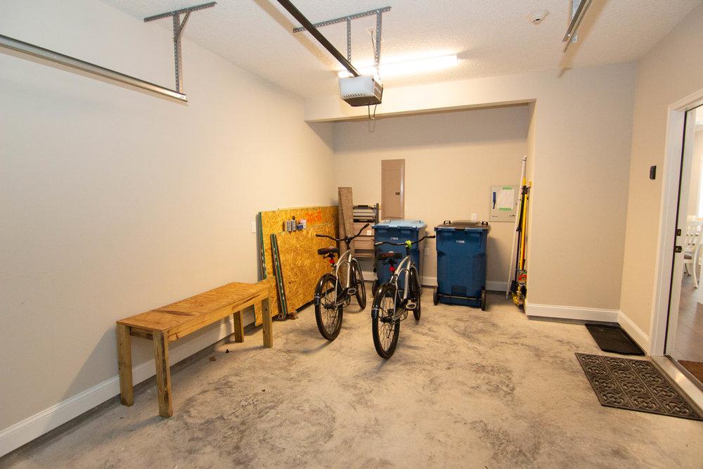32 Garage.jpg