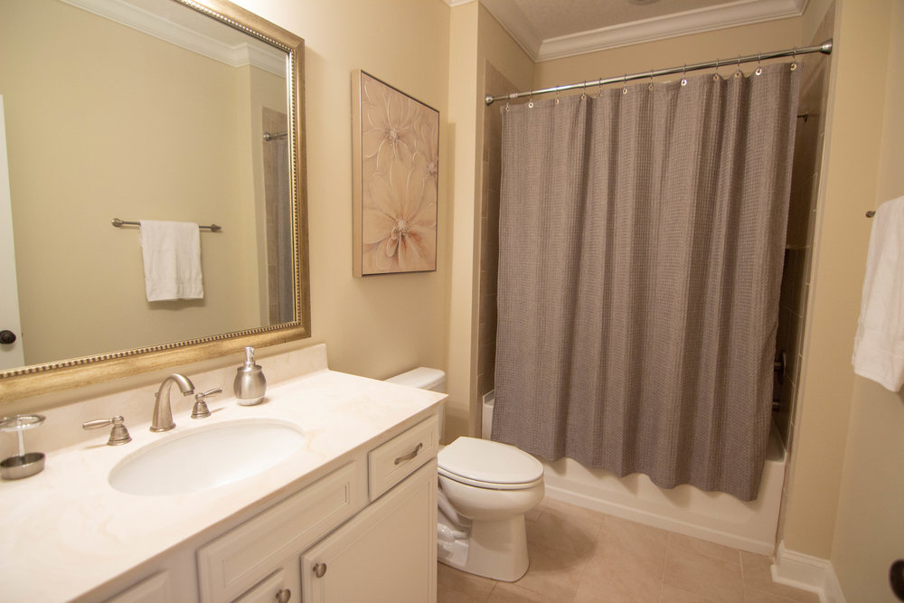 20 Bathroom 2.jpg