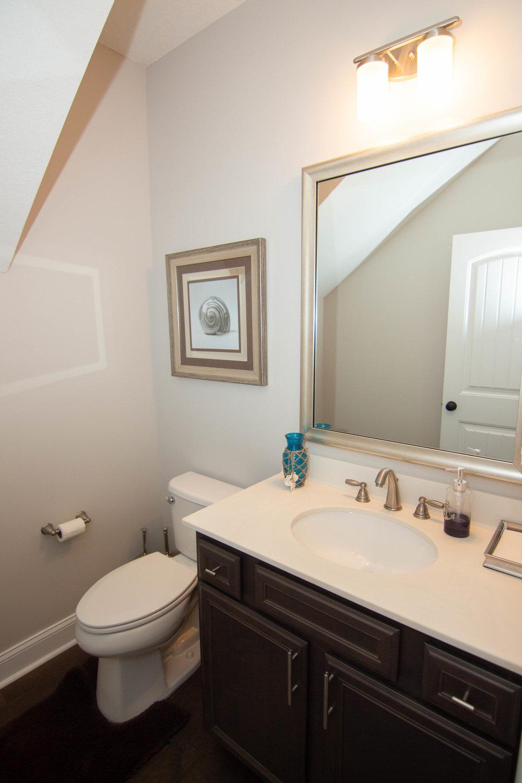 04 Bathroom.jpg