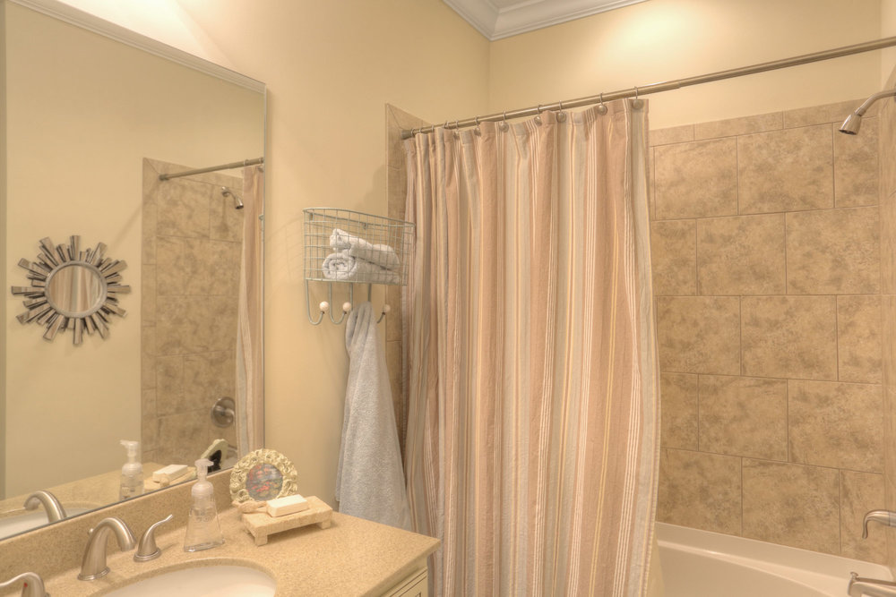 15 2nd Bathroom.jpg