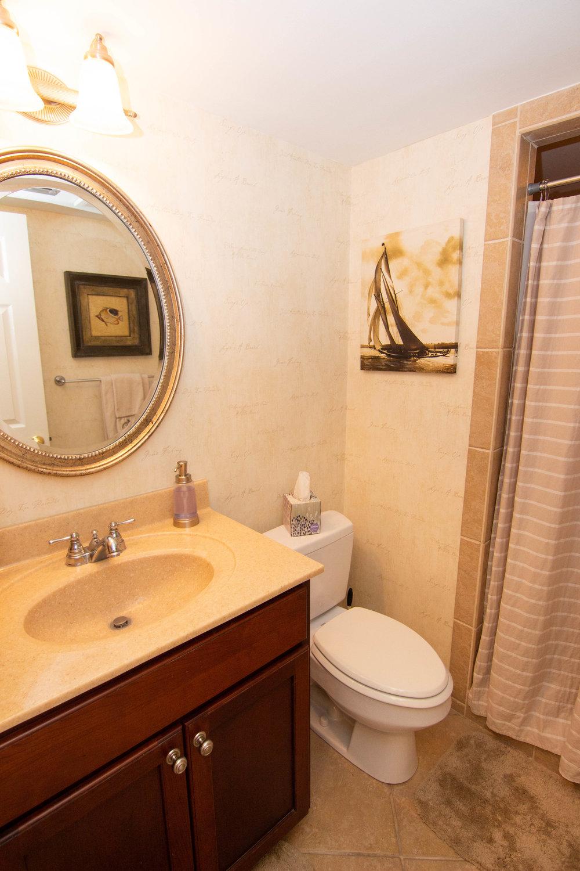 16 Bathroom 2.jpg