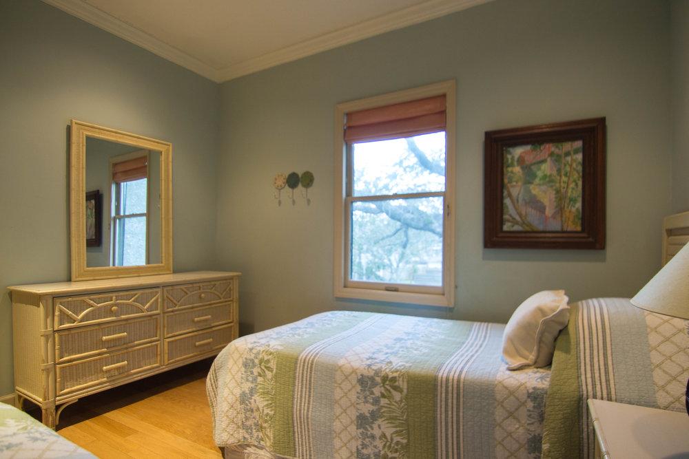 15 Twin Bedroom.jpg