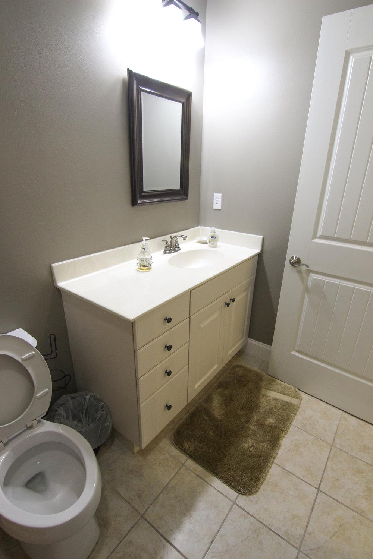 17 Bathroom 2.jpg