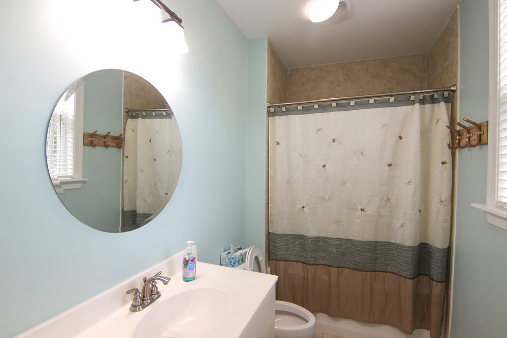 10 Bathroom 1.jpg