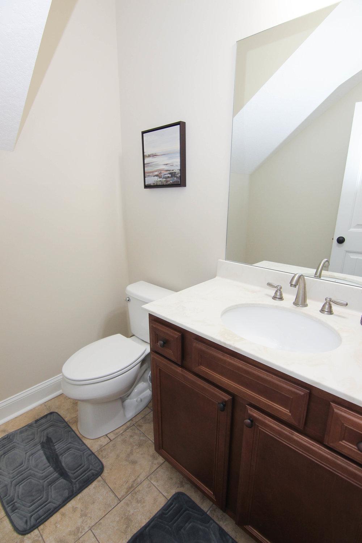 05 Bathroom 01.jpg