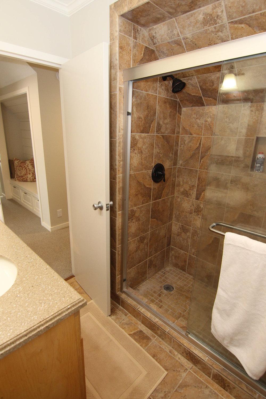 26 Bathroom 2.jpg