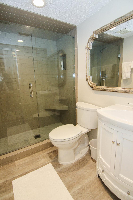 08 Bathroom.jpg