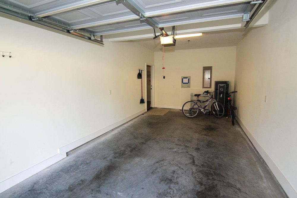 31 Garage.jpg